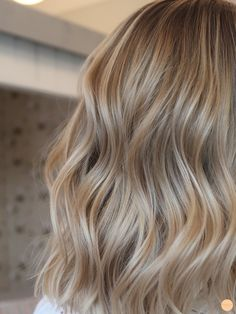 Lyxig blond hårfärg – Peach Stockholm – Welcome My World Natural Blonde Highlights, Hair Highlights, Blonde Hair Looks, Love Hair, Balayage Hair, Stockholm, Hair Goals, Dyed Hair, Hair Inspiration