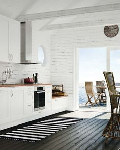 House By The Sea, Beautiful Kitchens, Cottage Style, Home Kitchens, Indoor Outdoor, Beach House, Living Spaces, Kitchen Cabinets, Interior Design