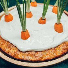 Aujourd'hui nous vous proposons une palette de recettes monochromes. Cheesecake, truffes au chocolat blanc, meringues, pana cotta, angel cakes, donuts : des desserts tous blancs, mais un arc-en-ciel gustatif allant de la vanille à la noix de coco en passant par le citron. Beaux et gourmands, ils offriront une fin de repas enneigée et ne manqueront pas de fairefrissonner vos papilles. // Pour retrouver les recettes originales, cliquez sur les liens suivants (de haut en bas et de g...