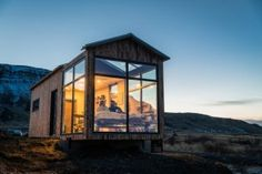 A glass house that uses nature as its decor