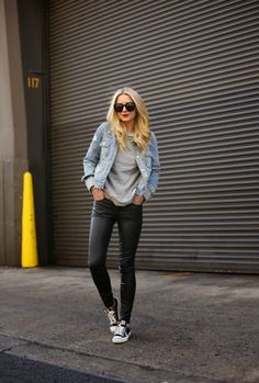 Fashion Hacks That Will Show You How To Wear Converse - Outfits With Converse - Just The Design Look Fashion, Runway Fashion, Winter Fashion, Womens Fashion, Fashion Trends, Fashion Hacks, Trendy Fashion, 50 Fashion, Fashion Styles