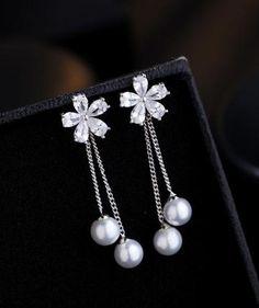 Jewelry Design Earrings, Gold Earrings Designs, Feather Jewelry, Ear Jewelry, Cute Jewelry, Bridal Jewelry, Jewelery, Jewelry Accessories, New Fashion Earrings