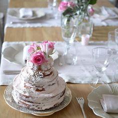 Une jolie table pour l'anniversaire de ma maman aujourd'hui  Belle semaine à vous  #athome#anniversaire#table#nakedcake#rose#fall15#decodetable#blog#blogdeco#blogreims#enjoylife#happy#marielapirate