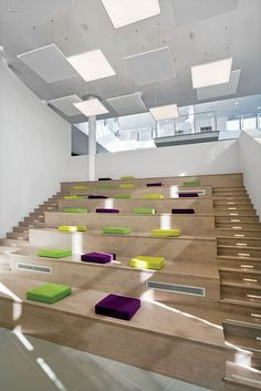 Loud and Clear: Nokia Alcatel-Lucent Calls on DEGW Italia for Milan Campus. The amphitheater's bleachers seat 60. #office