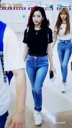 Blackpink Outfits, Cool Outfits, Casual Outfits, Fashion Outfits, Blackpink Fashion, Daily Fashion, Korean Fashion, Fashion Idol, Blackpink Jisoo