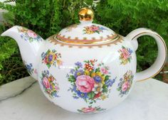 "Royal Albert ""LADY CARLYLE"" bone china England Chintz Tea coffee pot, perfect for your afternoon tea and morning coffee Porcelain Ceramics, China Porcelain, Teapots And Cups, Teacups, English Teapots, English Country Style, Tea Culture, Cuppa Tea, Tea Cakes"