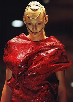 Honor Fraser on the Alexander McQueen Fall 1998 runway. Out of this world.