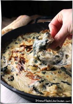 Vegan Spinach & Artichoke Dip Yes this is vegan, and its amazing! Vegan Spinach & Artichoke Dip tastes like the traditional dish but so much better. Soy, dairy, oil, and gluten free! Vegan Sauces, Vegan Foods, Vegan Dishes, Vegan Lunches, Vegan Apps, Vegan Meals, Dairy Free Recipes, Vegetarian Recipes, Healthy Recipes