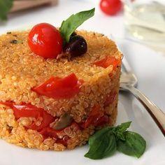 Gli Spaghetti con mollica di pane e pomodori secchi sono un primo piatto semplice, economico e veloce.