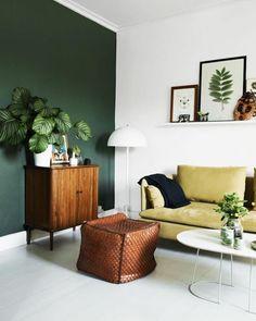 Living room green wall woonkamer groene muur