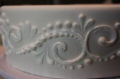 Tips for piping scroll work.