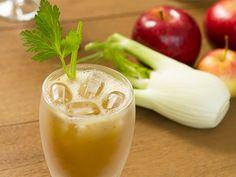 O suco de maçã, salsão e erva doce é diurético e ajuda no metabolismo de gorduras. Por isso, esta receita é ótima para alimentar e eliminar medidas.