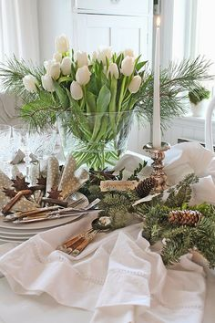 Beautiful table with free-form arrangement of white tulips and fresh greens. Dinner Party Decorations, Christmas Party Themes, Christmas Table Decorations, Christmas Love, Christmas Table Settings, Christmas Tablescapes, Vibeke Design, Seasonal Decor, Holiday Decor