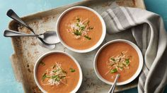 Creamy Tomato Basil Soup: Love that tomato basil soup you have tried at restaurants? You can make it yourself by blending together just a few ingredients. You can make the soup ahead and freeze it. Perfect for prepping and serving whenever convenient! Soup Recipes, Dinner Recipes, Cooking Recipes, Healthy Recipes, Healthy Soups, Chili Recipes, Dinner Ideas, Batch Cooking, Stuffed Peppers