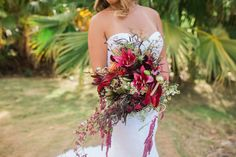 Aloha and welcome to another edition of #weddingwednesday tips! Today we are talking all about your wedding bouquet! Let your wedding florals be your statement piece and/or your wedding accessory! I have seen and photographed so many wedding, from the simplest of weddings to larger scale weddings, and your florals, especially your bouquet, is always …