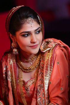 Simran Kalra Bridal Makeup-Delhi - Wed me Good Indian Wedding Bride, Desi Wedding, Best Hairdresser, Online Wedding Planner, Best Bridal Makeup, Engagement Makeup, Punjabi Bride, Asian Bridal, Beautiful Girl Image