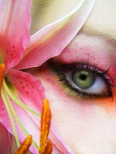 Lily imitation eye make up.
