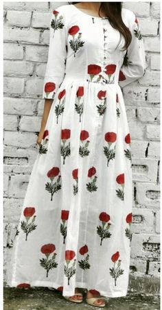 White dress long casual floral prints ideas for 2020 Kurti Neck Designs, Kurta Designs Women, Kurti Designs Party Wear, Indian Dresses, Indian Outfits, Long Dress Design, Casual Dresses, Fashion Dresses, Frock Dress