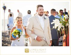 #wedding #photography #weddingphotography #destinationwedding #beachwedding #beach #tweenwatersinnresort #captiva #captivaisland #florida #stepintothelimelight #limelightphotography #brideandgroom #weddingceremony #Ido #flowers #blue #green #yellow  #bubbles #joy #bliss
