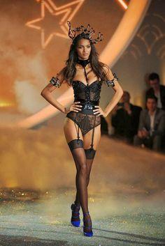 http://fashionblogofmedoki.blogspot.be/2013/11/le-defile-victorias-secret-2013.html