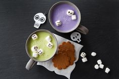 Tint this sweet white chocolate flavor beverage to match the color theme of your Halloween party. Let the kids help draw the faces on their own marshmallows. Halloween Sweets, Halloween Drinks, Holidays Halloween, Halloween Ideas, Halloween Party, Halloween Costumes, Drink Recipes, Fall Recipes, Delicious Recipes