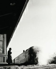 Sam Abell :: Waiting, Painesville Station, Ohio,... | un regard oblique