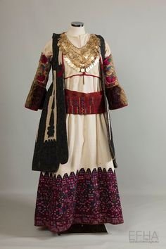 """The festive costume of Kifissia consists of a sleeveless cotton chemise, the """"foundi"""", with multicoloured embroidery on the hem, sometimes extending as far. Greek Traditional Dress, Traditional Outfits, Historical Costume, Historical Clothing, Arabian Costume, Greek Clothing, Folk Clothing, Europe Fashion, Folk Costume"""
