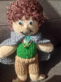 Not that long ago, I designed the pattern for Mr. Bilbo Baggins , and now, here is the adaptation to turn him into Frodo Baggins. You will n...