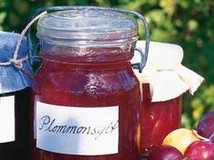Plommon varierar i syra och sötma mellan olika sorter.Är plommonen söta, välj den mindre mängden socker. Chutney, Juice, Berries, Deserts, Food Porn, Food And Drink, Jar, Sweet, Meals