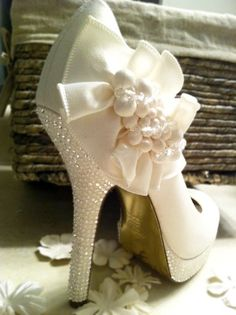 Ivory Wedding Shoes, Custom swarovski wedding bridal shoes, Bridal and Prom High Heels wedding-bags-shoes thoughts-images Pretty Shoes, Beautiful Shoes, Cute Shoes, Me Too Shoes, Nina Shoes, Bridal Shoes, Wedding Shoes, Wedding Dresses, Bridal Footwear