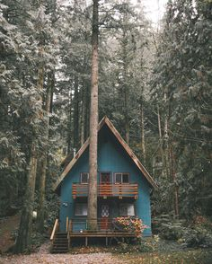 60 small mountain cabin plans with loft awesome cozy a frame cabin in the redwoods mountain house de A Frame Cabin, A Frame House, Cabin Plans With Loft, Cabin In The Woods, Cottage In The Woods, Cozy Cottage, Little Cabin, Forest House, Woodland House
