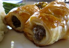 Scottish Sausage Rolls made with beef are a great traditional Scottish meal or snack. Crispy puff pastry on the outside make them irresistable. Scottish Dishes, Scottish Recipes, Irish Recipes, English Recipes, Outlander Recipes, Outlander Gifts, Hp Sauce, Medieval Recipes, Eating Alone