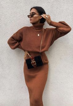 30 Cute Outfits For The Holiday Season cozy christmas outfit Winter Dress Outfits, Fall Winter Outfits, Autumn Winter Fashion, Dress Winter, Skirt Outfits, Sweater Skirt Outfit, Jumper Dress, Holiday Outfits, Mode Outfits