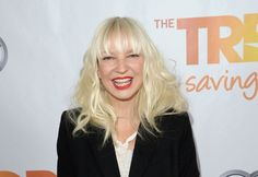But there she is! | 11 Pictures Of Sia's Face