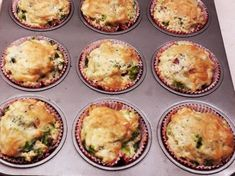 Brokkolis-sajtos muffin Mini Cupcakes, Muffins, Bacon, Breakfast, Foods, Cooking, Morning Coffee, Food Food, Muffin