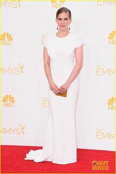 Anna Chlumsky Goes for a White Out on Emmys 2014 Red Carpet | anna chlumsky emmys 2014 01 - Photo