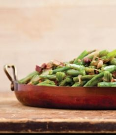 Gearing up for Thanksgiving? Kick it up a notch with these Bacon Braised Green Beans #EmerilsHoliday