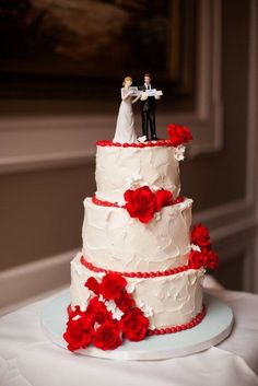 Cindy's Cakery// Rustic Buttercream wedding cake // Red gumpaste flowers // Ford's Colony Country Club // Michael and Carina Photography // Williamsburg Weddings