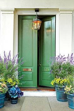 Kelly green door and gorgeous pots!- Kelly green door and gorgeous pots! Kelly green door and gorgeous pots!- Kelly green door and gorgeous pots! Kelly green door and gorgeous pots! Best Front Doors, Green Front Doors, Beautiful Front Doors, Front Door Entrance, The Doors, Door Entryway, Entryway Paint, Entryway Decor, House Entrance