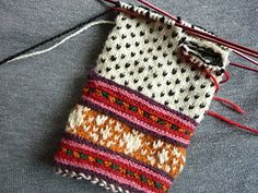 Ravelry: entill's Gloves from Muhu Island