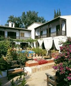 agents property and property for sale in Malaga, Spain Malaga Spain, Property For Sale, Places To See, Beautiful Homes, Things To Do, Spanish, Mansions, House Styles, Outdoor Decor
