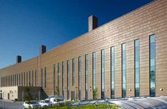 Find out all of the information about the Aurubis product: copper cladding / metal / matte / panel NORDIC BROWN™. Copper Wall, Copper Metal, Brass, External Cladding, Cladding Materials, Library Inspiration, Wall Cladding, Boathouse, Lab