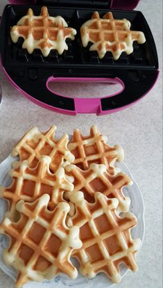 Faguri / Waffles – Lorelley.blog Baby Food Recipes, Cake Recipes, Dessert Recipes, Cooking Recipes, Healthy Recipes, Dessert Drinks, Cinnamon Rolls, Biscotti, Deserts