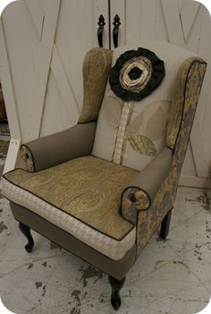 her chairs and pillows are absolutely fabulous stopped me in my tracks at scotts antique market in atl