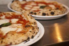 Vi siete mai chiesti che ricetta usano i pizzaioli per fare la pizza? Dopo varie ricerche e prove siamo arrivati alla ricetta definitiva.