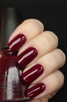 ногти бордового цвета со стразами дизайн фото