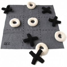 handmade tic tac toe game, so cute I want to make this :)