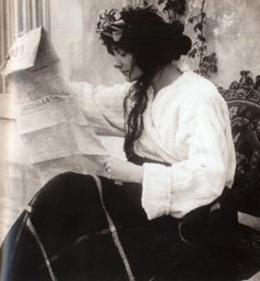 Gabrielle 'Coco' Chanel reading a newspaper at Chateau de Royallieu c. 1910 Collection EdmondeCharles-Roux