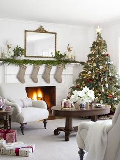 Farmhouse Christmas Decorating - Country Living