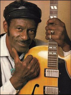 Chuck Berry Gibson guitar 8 x 11 color close-up pinup photo Iron Maiden Posters, Classic Rock Artists, Beste Songs, Music Pics, Fun Music, Music Stuff, Music Videos, Guitar Magazine, Guitar Lessons For Beginners
